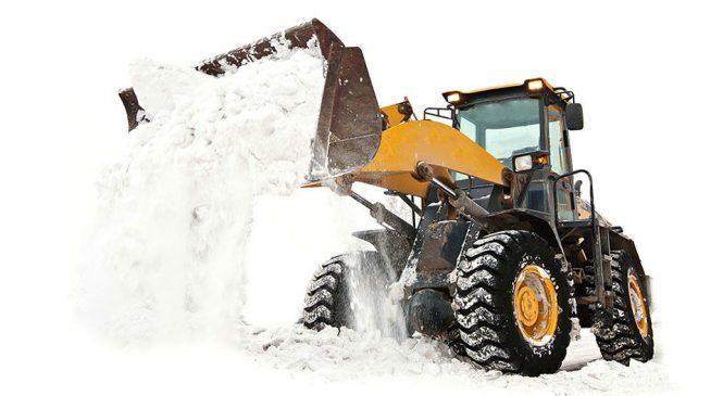 Четыре веские причины, почему вы обязательно должны очистить машину от снега