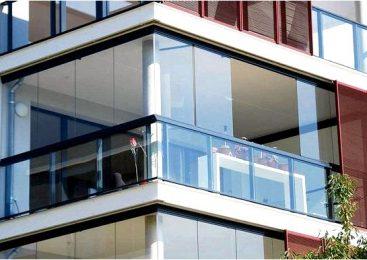 Безрамное ограждение балкона