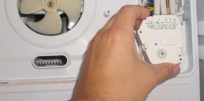 Холодильник indesit морозит, но не отключается: в чем твоя проблема, друг?