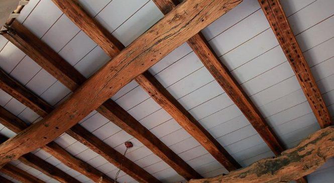 Балки на потолке из полиуретана