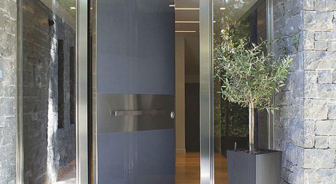 Особенности входных бронированных дверей